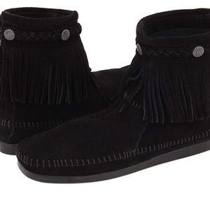 Minnetonka Hi-Top Back Zip Ankle Boot